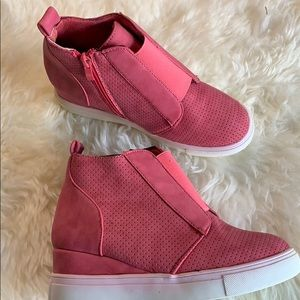 Shoes - Zipped wedge rose colored sneakers